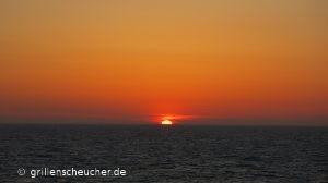 An Diesem Abend Sind Herr Grillenscheucher Und Ich Erst Danach Ins Atlantic  Zum Essen Gegangen.